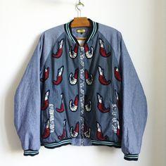 Veste Teddy en wax bleu par The-united-fingers pour Afrikrea. https://www.afrikrea.com/article/teddy-college-ting-vestes-et-manteaux-blanc-pour-lui-coton/4BQLC7M?utm_content=buffer24ec3&utm_medium=social&utm_source=pinterest.com&utm_campaign=buffer