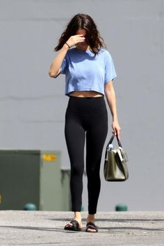 10 Photos That Prove Selena Gomez and Yoga Pants Are a Match Made in Heaven 10 Photos That Prove Selena Gomez and Yoga Pants Are a Match Made in Heaven Selena Selena, Selena Gomez Body, Fotos Selena Gomez, Selena Gomez Pictures, Selena Gomez Style, Selena Gomez Outfits Casual, Celebrity Casual Outfits, Cool Outfits, Summer Outfits