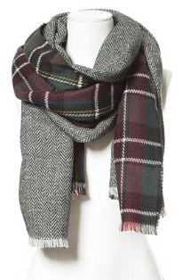 I choose this  double faced soft scarf from Zara. It was only 25 Euro's and it looks like it would really keep my warm.