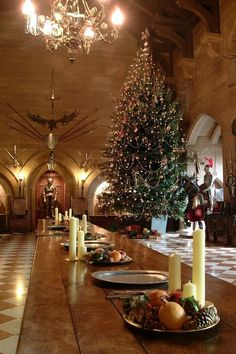 Christmas at Warwick Castle in Warwickshire, England, situated on a bend of the River Avon Christmas Mood, Christmas And New Year, Christmas Themes, Christmas Lights, Christmas Decorations, Royal Christmas, Table Decorations, Christmas Stocking, Christmas Traditions