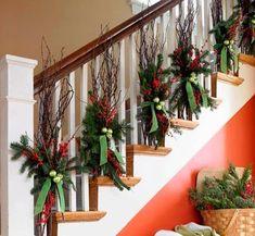 escaleras navideñas Country Christmas, Winter Christmas, Christmas Home, Christmas Wreaths, Christmas Crafts, Beach Christmas, Christmas Ideas, Beautiful Christmas, Christmas Entryway