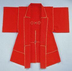 """""""Scarlet woolen cloth raincoat ( Kappa). haruenishikawa: 緋地羅紗合羽(ひじらしゃかっぱ) 桃山時代"""