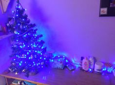 simple christmas tree and fairy lights will get you in the festive mood ❄️⛄️