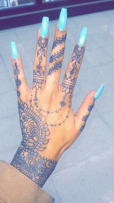 Pretty Hand Tattoos, Tribal Hand Tattoos, Hand And Finger Tattoos, Mandala Hand Tattoos, Henna Tattoo Hand, Finger Tattoo For Women, Dainty Tattoos, Girly Tattoos, Henna Tattoo Designs