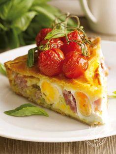 Ham and provolone quiche - La Torta brisée con prosciutto, formaggio e uova sode è una ricetta buona e sostanziosa, da servire tagliata a fette per una cena diversa dal solito! #tortasalataprosciutto #tortasalataprovola