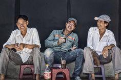 xotoursCoffee break with Saigonese. ☕️ Photo courtesy of @neilfeatherstonephoto  #saigon #saigonese #vietnam #hcmc #travel #travelphoto #travelgram #wanderlust #local #people #city #lifestyle #coffeebreak #saigonlife #instagood #instamoment #picoftheday