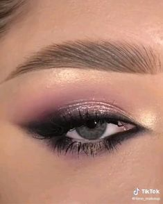 Smoke Eye Makeup, Silver Eye Makeup, Eye Makeup Steps, Makeup Eye Looks, Makeup For Green Eyes, Eyeshadow Makeup, Face Makeup, Blue Eyeshadow For Brown Eyes, Day Eye Makeup