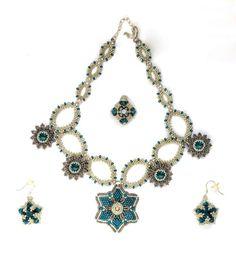 collar sant jaker de alexargai con pendientes double stae de Sabine Lippert y anillo cardi de Flymouche