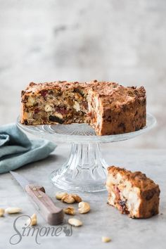 This easy and delicious paleo breakfast cake is perfectly simple to make and will last you for a few days or freeze in portions to last even longer Whole 30 Breakfast, How To Make Breakfast, Breakfast Cake, Paleo Breakfast, Detox Breakfast, Breakfast Ideas, Pureed Food Recipes, Real Food Recipes, Yummy Food