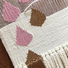 Pink and gold raindrops on the loom Card Weaving, Weaving Art, Loom Weaving, Tapestry Weaving, Basket Weaving, Weaving Designs, Weaving Projects, Rya Rug, Jute Crafts