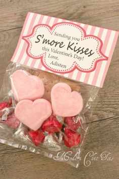 """S'more Kisses"" FREE Printables-This will be our Valentine! My Funny Valentine, Valentines Day Treats, Valentine Day Love, Valentine Day Crafts, Valentine Decorations, Holiday Crafts, Valentine Cupcakes, Heart Cupcakes, Kids Valentines"
