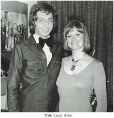 Barry Manilow and lady friend Linda Allen. Photo from the 1970's.