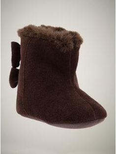 Would be cute with chocolate color hat and mittens + red pea coat!