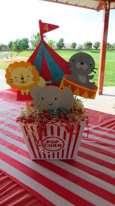 Cool Circus Themed Centerpiece Carnival Party Idea At Birthday In A Box Vintage Wedding Baby Shower Flower - Inspiration & Idea Of Bacelet Carnival Baby Showers, Circus Carnival Party, Circus Theme Party, Carnival Birthday Parties, Birthday Party Themes, Circus Baby, Clown Party, Vintage Carnival, Vintage Circus