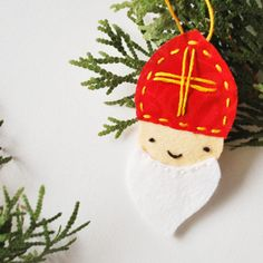 Saint Nicholas Felt Ornament - what a sweet and christian handmade ornament for Christmas time!