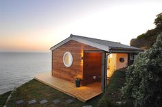 The Edge, an idyllic beach cottage in Cornwall, England by architect Bob Woffenden; 1 bedroom in about 30 m2 (320 sq ft) https://www.facebook.com/SmallHouseBliss