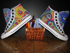 Sharpie Art on Converse AllStars for Renee - When Boredom Strikes - Schuhe Painted Canvas Shoes, Painted Sneakers, Hand Painted Shoes, Sharpie Shoes, Sharpie Colors, Sharpie Crafts, Sharpie Art, Sharpies, All Star