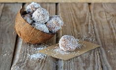 This Date Pecan Coconut Balls recipe is great for an on the go snack! They're very healthy, delicious and easy to make! Paleo Dessert, Banana Ball Recipe, Raw Food Recipes, Healthy Recipes, Free Recipes, Coconut Balls, Coconut Oil, Caribbean Rum, Rum Balls