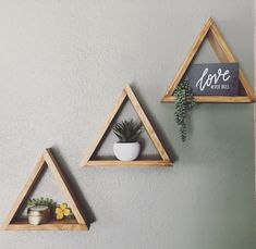 Triangle shelves DIY home decor - Home Professional Decoration Diy Wall Decor, Bedroom Decor, Decor Room, Bedroom Wall, Cheap Home Decor, Diy Home Decor, Aztec Decor, Rustic Closet, Triangle Shelf