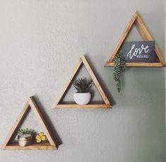 Triangle shelves DIY home decor - Home Professional Decoration Diy Wall Decor, Bedroom Decor, Decor Room, Bedroom Wall, Cheap Home Decor, Diy Home Decor, Aztec Decor, Rustic Closet, Triangle Shelf
