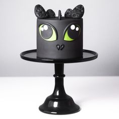 Make a Toothless Cake from How to Train Your Dragon