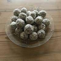 Csokis-tejszínes gesztenyegolyó Tiramisu, Dog Food Recipes, Food And Drink, Sweets, Cookies, Cake, Candy, Crack Crackers, Gummi Candy
