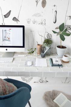 Een nieuwe DIY! Tegel je eigen bureau. Een goede voorbereiding is het halve werk, dus ik vertel jullie er hier graag mee over!