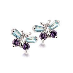 Kolczyki wykonane ze srebra i przyozdobione cyrkoniami układającymi się w kształt motyli.