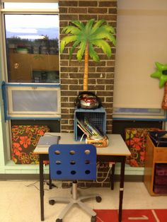 Centre d'écoute de la lecture. Corner Desk, Furniture, Home Decor, Reading, Corner Table, Decoration Home, Room Decor, Home Furnishings, Home Interior Design