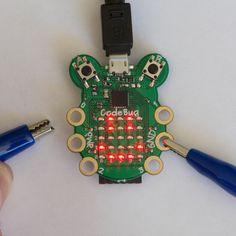 Šikovná pomôcka na prvé experimenty detí s physical computingom.