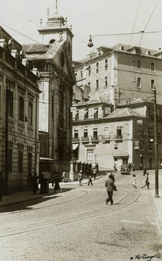 Igreja do Socorro, 1944, foto de Eduardo Portugal, in a.f. C.M.L. History Of Portugal, Poster Pictures, The Old Days, Old City, Pavement, Capital City, Back In The Day, Old Pictures, City Photography