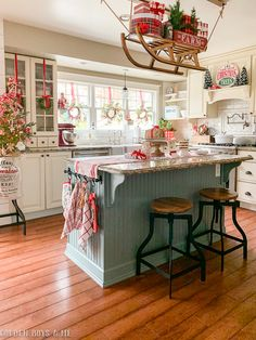 Favorite Beautiful Christmas Decorating Ideas Love this festive Christmas kitchen complete with sleigh holding gifts Christmas Home, Christmas Holidays, Christmas Decorations, Christmas Goodies, Country Christmas, Christmas Kitchen Decorations, Cottage Christmas Decorating, Christmas Decir, Christmas Wreaths For Windows