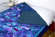 Blue Queen Size Quilts, Queen Size Bed Quilt Top, Bed Topper Quilt, Queen Size Bedspread, Blue Quilt Top, Blue Bed Sheets, Queen Bedding von SolvejgMayerQuilts auf Etsy Queen Size Bedspread, Queen Size Quilt, Queen Size Bedding, Blue Bed Sheets, Blue Quilts, Queen Beds, Quilt Top, Bed Covers, Machine Quilting