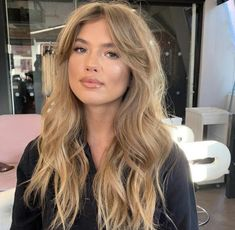 24 Long Wavy Hair Ideas That Are Freaking Hot in 2019 - Style My Hairs Blonde Hair Looks, Honey Blonde Hair, Blond Curly Hair, Blonde Balayage, Braided Hairstyles, Wedding Hairstyles, Casual Hairstyles, Hairstyles 2018, Party Hairstyles