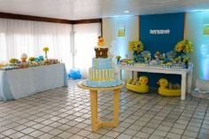 Patinho de borracha é tema de festa de aniversário de um ano de menino - Gravidez e Filhos - UOL Mulher