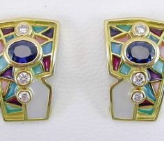 EARRINGS : yellow gold, 6 diamonds 0,22 ct., 2 sapphire 1,82 ct. and enamels. size: 21 x 14  mm. 05MA0042