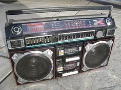 Vintage Helix HX-4636 Boom Box Radio Ghetto Blaster