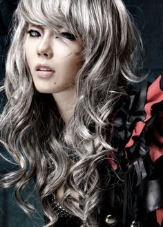 Silver Hair trend - You need to be a brave girl to make this part. Are you? However, inspire yourself. Enjoy and have fun!