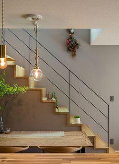 クラシスホーム事例イメージ Minimalism Interior, Glass Railing Stairs, House Design, Mediterranean Homes, American Style House, Cozy House, Home Stairs Design, Japanese Modern House, Hallway Decorating