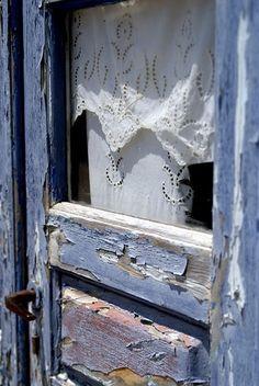 Country Blue - Old Door Old Doors, Windows And Doors, Front Doors, New Blue, Blue And White, Photo Bleu, Vibeke Design, Vintage Doors, Antique Doors