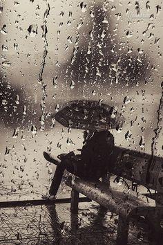 Play rainy for me! Silent rain by Cao Anh Tuan. Walking In The Rain, Singing In The Rain, Rain Photography, Street Photography, Memories Photography, Photography Photos, Arte Black, I Love Rain, Rain Go Away