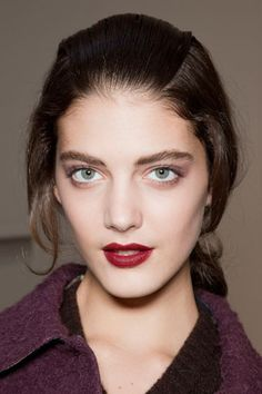 Fall 2012 and Winter 2013 Makeup / Beauty Trends. Key makeup and beauty trends seen from the runway. For all of my beauty lovers, I know th. Makeup Trends, Beauty Trends, Hair Trends, Runway Makeup, Beauty Makeup, Hair Beauty, Winter Makeup, Fall Makeup, Holiday Makeup
