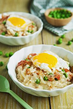 Since risotto is one of my all-time most-loved meals, I'm thrilled I've now found a way to eat it for breakfast. Breakfast Risotto with Bacon and Poached Egg. Bacon and Egg Risotto I Love Food, Good Food, Yummy Food, Food For Thought, Brunch Recipes, Breakfast Recipes, Little Lunch, Risotto Recipes, Food Porn