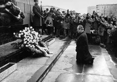 """Willy Brandt the then-german chancellor kneeling before the Monument for the Victims of the Warsaw Ghetto Uprising. The gesture has come to be known as the """"Kniefall von Warschau"""" (Genuflection of Warsaw). Warsaw Ghetto Uprising, Mädchen In Uniform, Remember The Fallen, Rare Historical Photos, World History, European History, Film, Old Photos, The Past"""