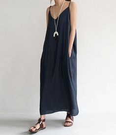 I am heading north capsule wardrobe women style casual dress minimal fashion
