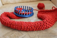 Circle Loom Knitting Tutorial with new stitches. Also has other tutorials for crochet and polymer clay that look interesting.