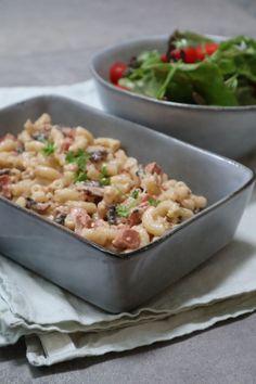 Macaroni Carbonara #zonder pakjes en zakjes! smakelijck.nl Carbonara Recept, Spatzle, Mozzarella, Potato Salad, Macaroni And Cheese, Food And Drink, Potatoes, Ethnic Recipes, Tomatoes