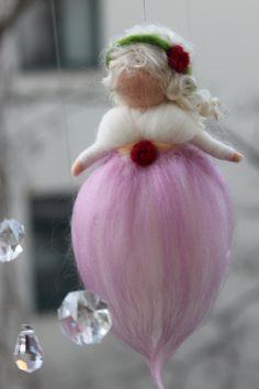 Kleine zarte Fee von Jalda auf www.DaWanda.com/Shop/Jalda-Filz #DIY #Kinderzimmer # Geburt #Taufe #Baby #Deko
