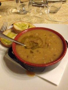 Zuppa di farro e legumi: una prelibatezza toscana, per coccolare e scaldare anche chi rispetta una dieta vegana