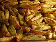 Die gebackenen Blechkartoffeln schmecken unglaublich lecker und sind so einfach zuzubereiten. Zutaten : 1 kg gleich große Kar...